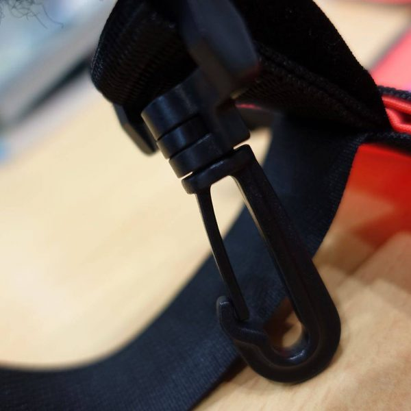 Strong clip for attaching to your BCD, SeaPro Signal Buoy DSMB