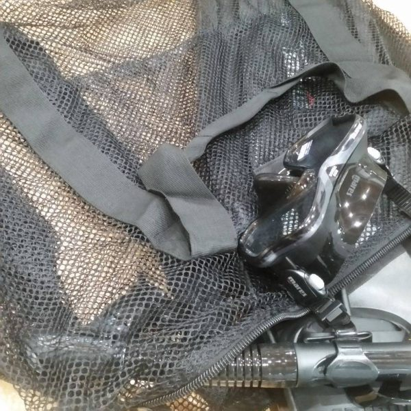 Mesh dive bag fits big and small fins with ease